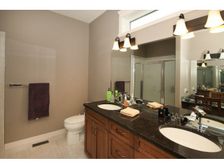 Stunning Custom built home in Timberstone - great location